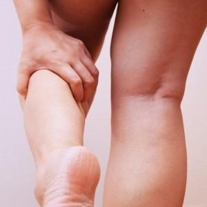 浮腫んだ足